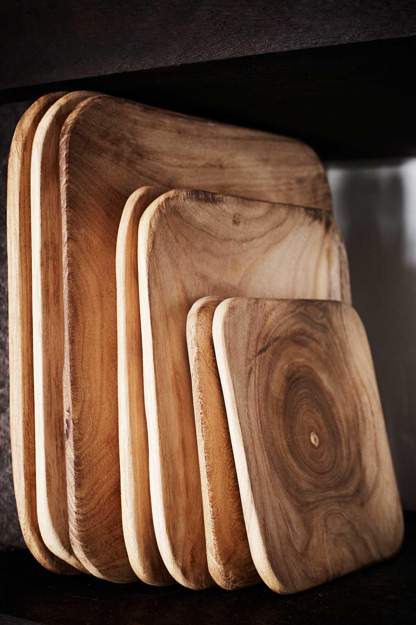 assiettes en bois de paulownia de la marque madam stoltz