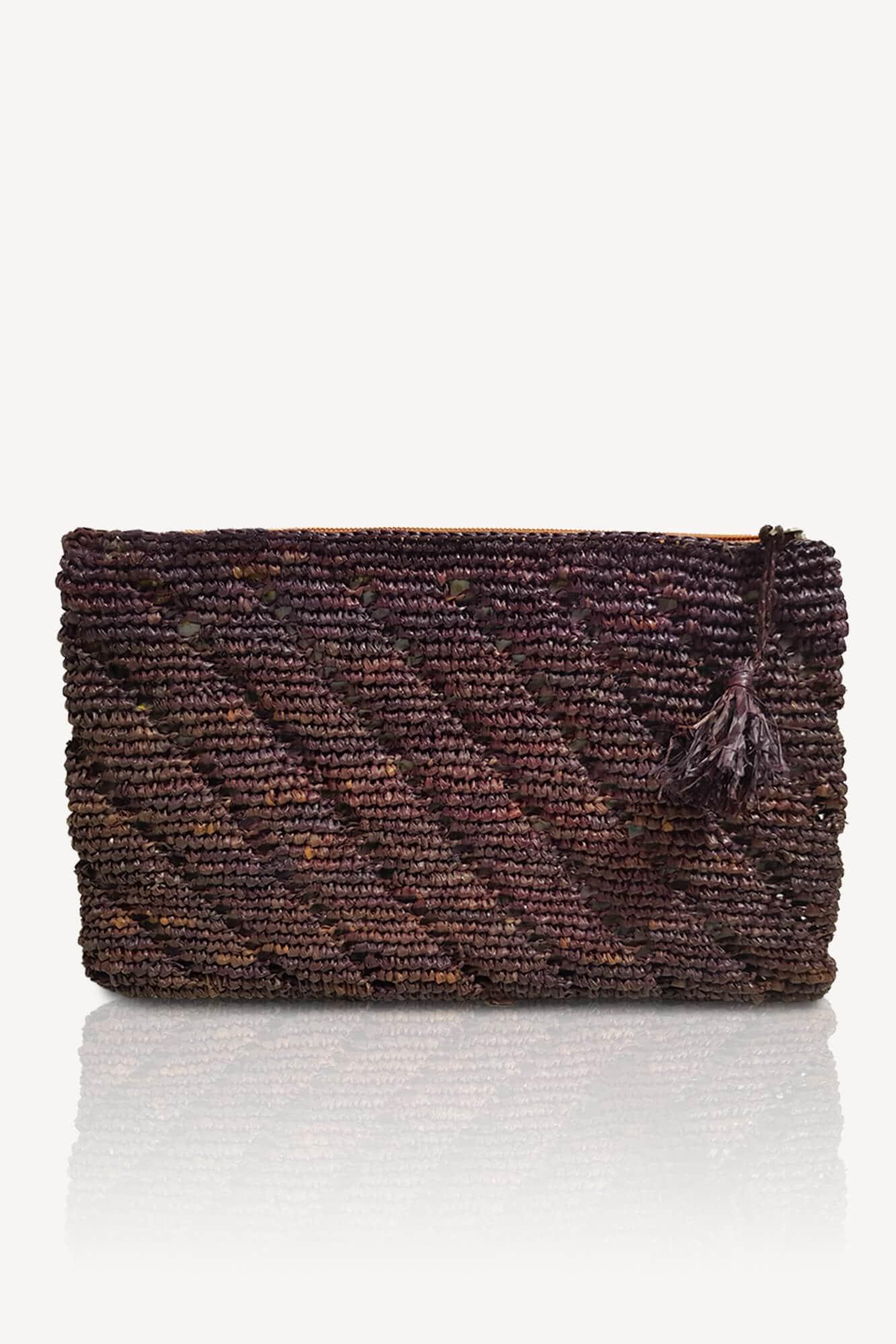 pochette plate violette en raphia avec motifs intérieur